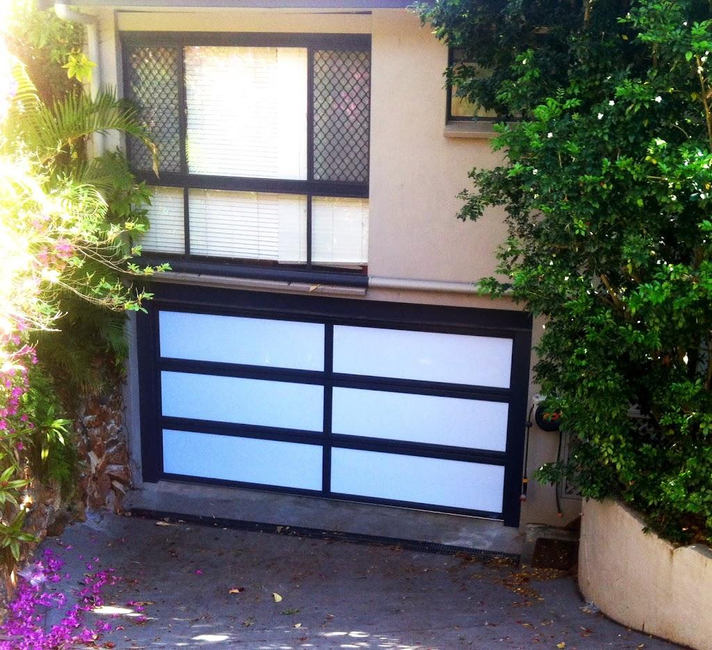 custom-acrylic-door