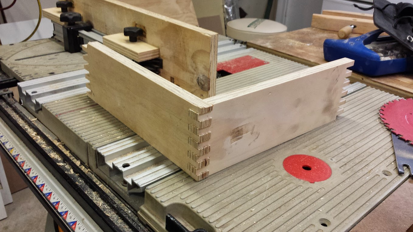 Simple box joint jig for ryobi bt3x00 and related saws and my first simple box joint jig for ryobi bt3x00 and related saws and my first box joint greentooth Images