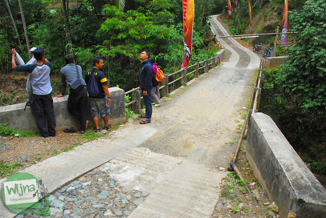 Jembatan Dusun Kedungrante yang merupakan lokasi sungai eksotis yang dikelola menjadi obyek wisata Taman Wisata Kedung Sidandang