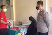 Personil Polsek Lilirilau Polres Soppeng  Kawal Pendistribusian Vaksin covid- 19