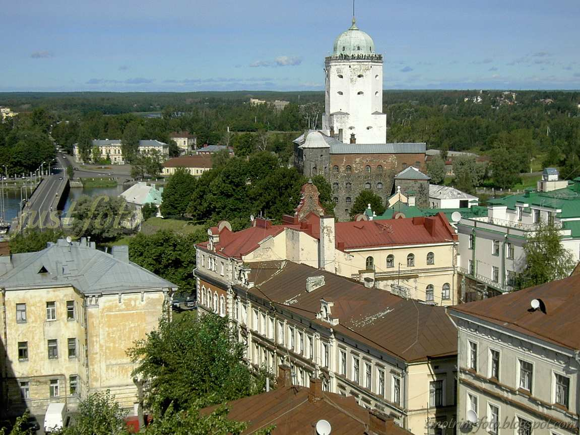 С Часовой башни в Выборге хорошо видно башню Святого Олафа фото