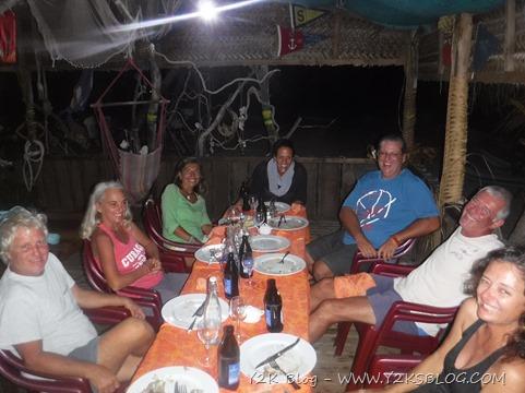 """La tavolata dopo un """"tot"""" di birre - Fakarava"""
