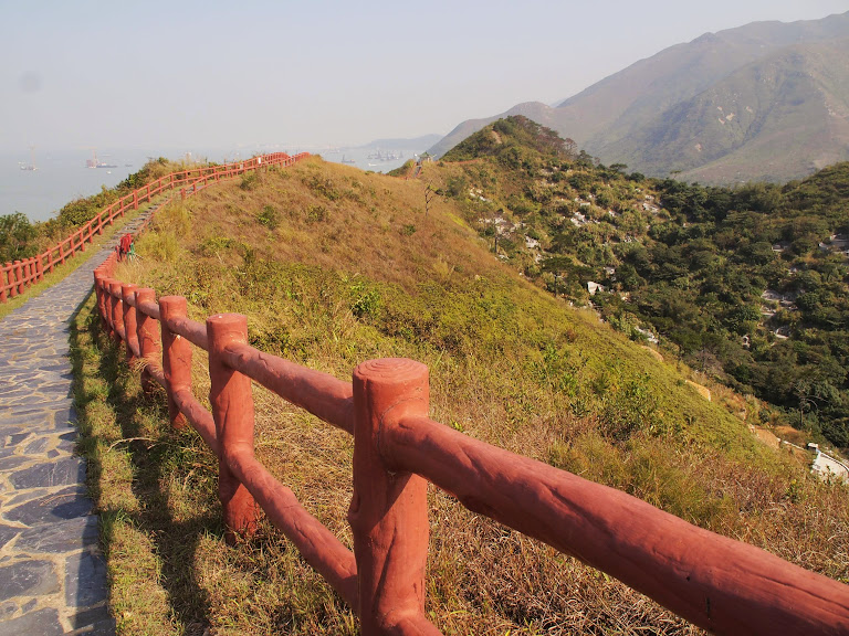 The loop trail behind Tai O village
