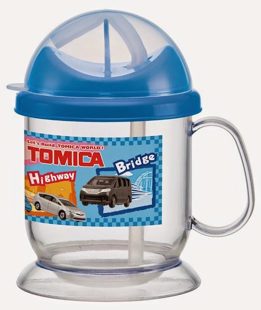 Bình uống nước Tomica có ống hút giúp trẻ học cách uống nước