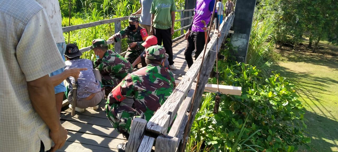 Danramil 05 Marioriwawo Pimpin Kerja Bakti Perbaikan Jembatan, Kades Soga Apresiasi Kegiatan Tersebut