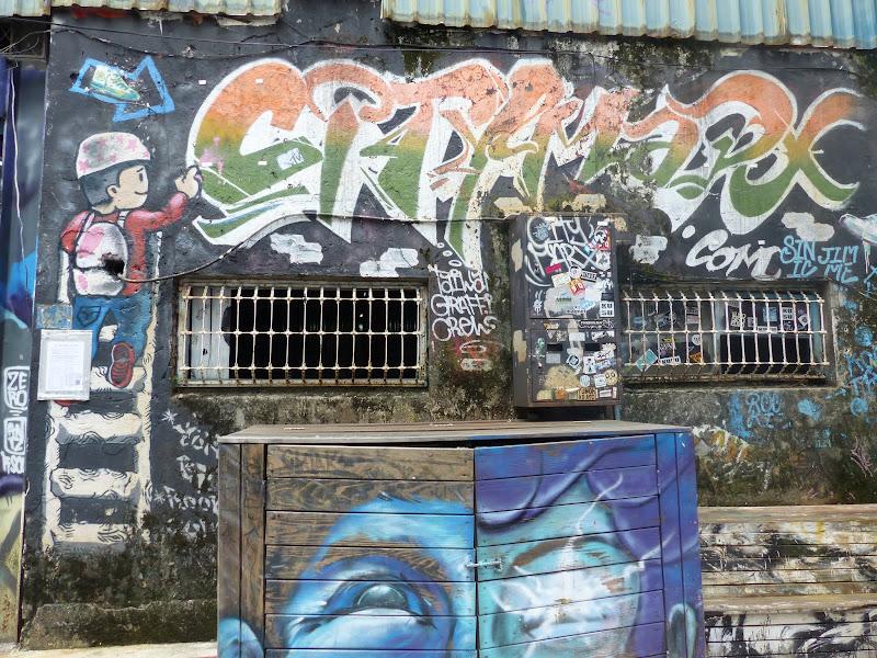 Taipei. Street art à Ximen et Youth park - P1250140.JPG