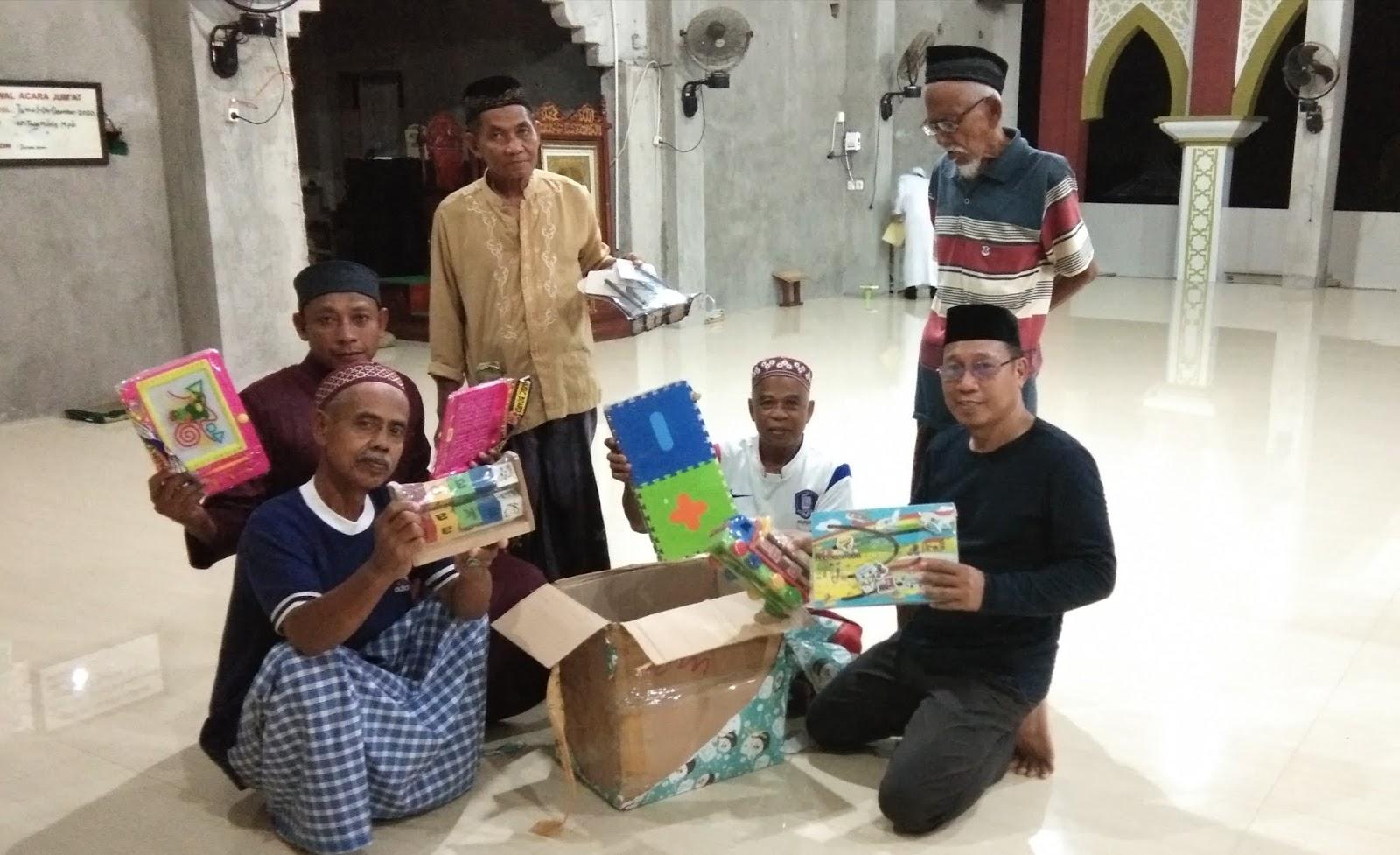 Penyerahan Bantuan Stimulan Alat Permainan Edukasi. Program Masjid Ramah Anak