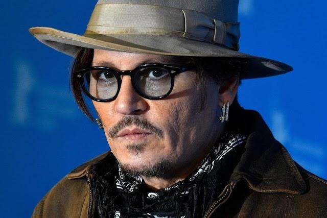 Johnny Depp volta a ser alvo de polêmica, mais uma vez, de novo e de novo