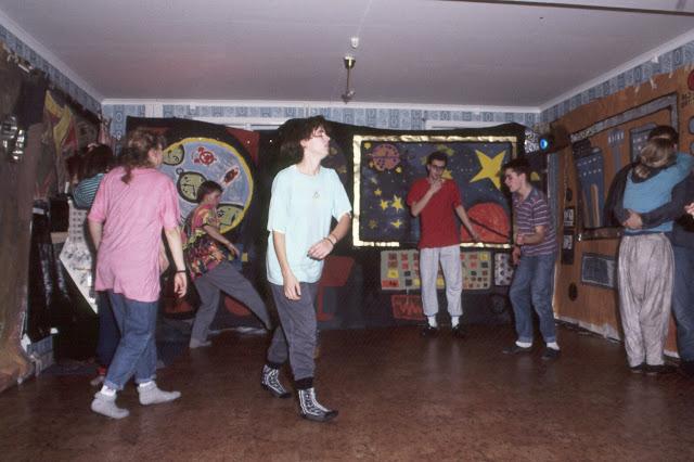1985-1994 - 382-.jpg