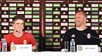 Nagy Ádám (b) és Király Gábor kapus, a magyar labdarúgó-válogatott tagjai a franciaországi labdarúgó Európa-bajnokságon, Montauroux, 2016. június 12-én. (MTI Fotó: Illyés Tibor)