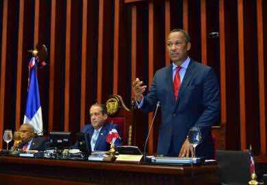 Senador Dionis Sánchez llama a revisar las ganancias de las AFP