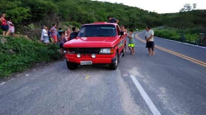 COLISÃO ENTRE CAMIONETA E MOTOCICLETA DEIXOU CASAL FERIDO NA CE 363 MUNICÍPIO DE TAUÁ