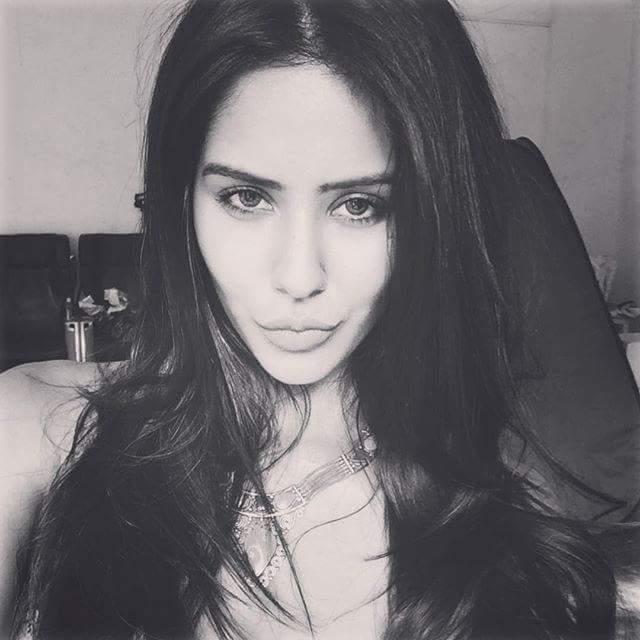 selfie images of sonam bajwa