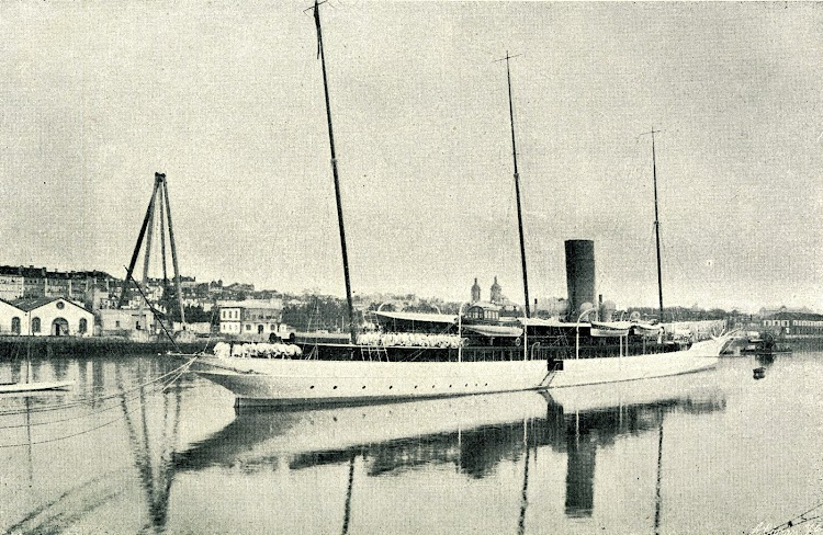 Aviso GIRALDA. Instalación de la antena radiotelegrafica. La foto y el texto de la REVISTA GENERAL DE MARINA. AÑO 1908.jpg