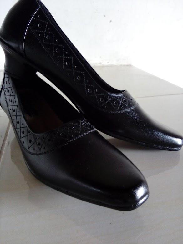 Jual Sepatu, sandal, dompet, ikat pinggang Kulit Asli Magetan add Pin BB 57226B14