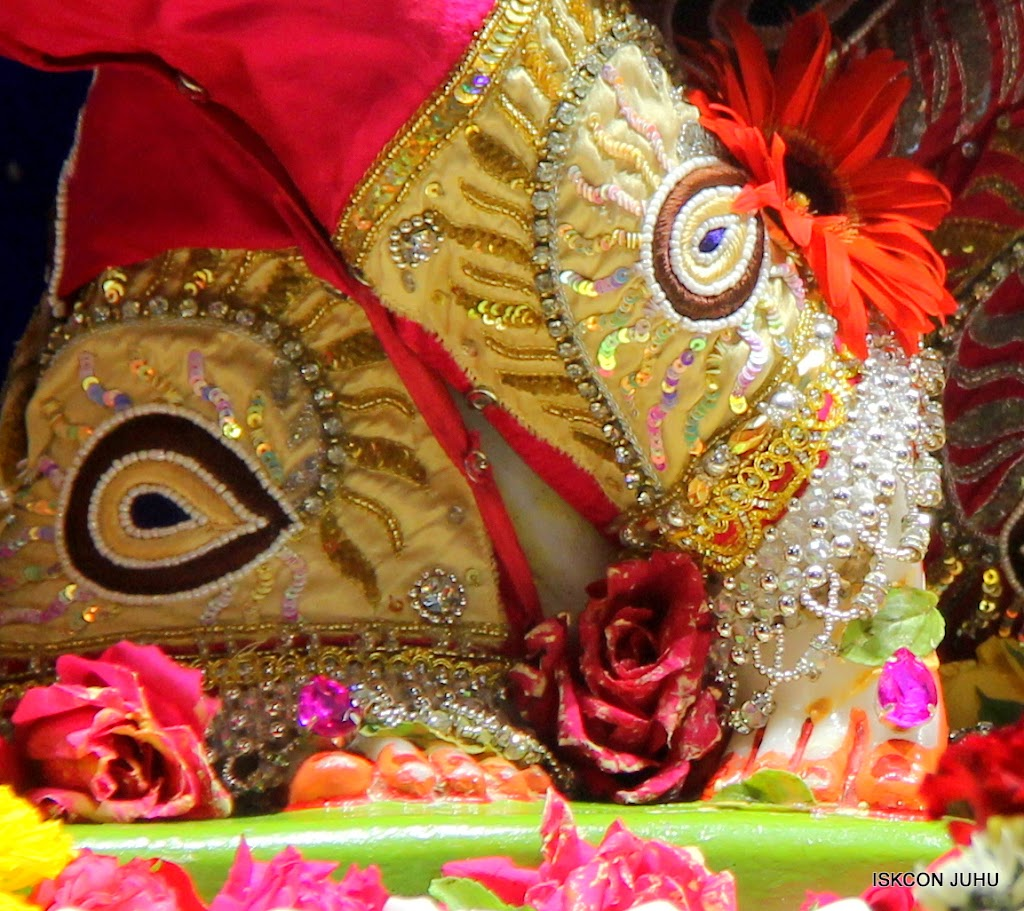 ISKCON Juhu Sringar Deity Darshan on 27th April 2016 (12)