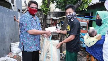 Door to Door, Pemprov Jatim Bagi Paket Sembako untuk Warganya di Jabodetabek