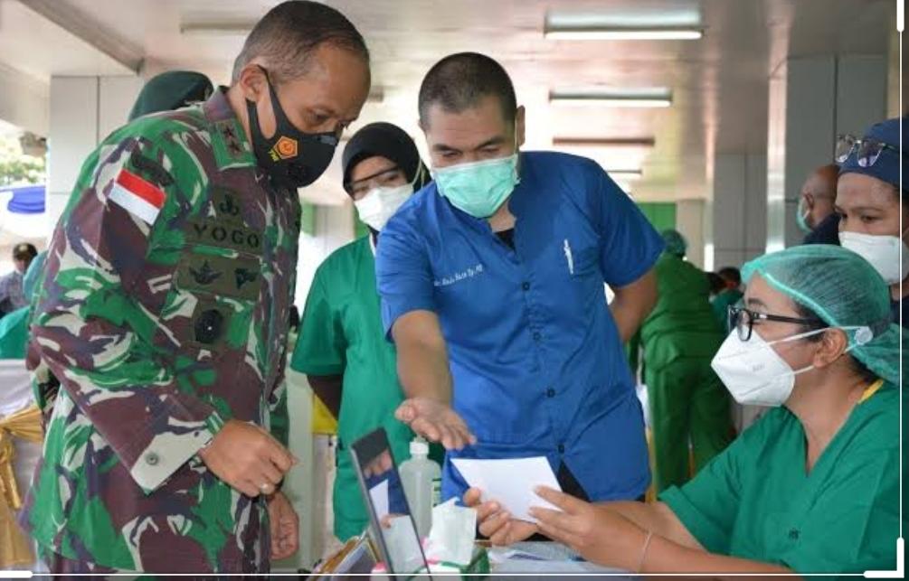 Para Tokoh di Papua Termasuk Pangdam Cenderawasih Disuntik Vaksin COVID-19