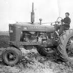 Antoon Kavelaars op de tractor_BEW.jpg