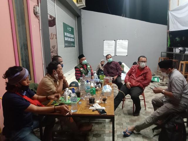 Legislator DPR RI Dapil Sulbar Arwan Aras Kunjungi Posko Relawan NU Peduli