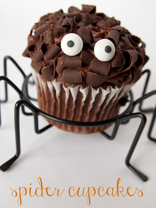 spider-cupcakes-from-GingerSnapCraft[2]