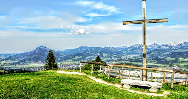 Ofterschwang Ofterschwanger Horn Gipfelkeuz Gunzesried Naturpark Nagelfluhkette Allgäu