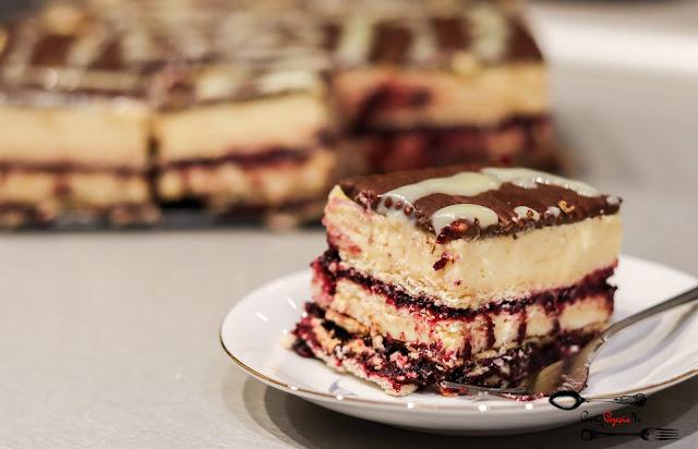 ciasta i desery,ciasta bez pieczenia,ciasto na herbatnikach,ciasto z chałwą,ciasto z masą budyniową,ciasto z dżemem,szybkie ciasto,