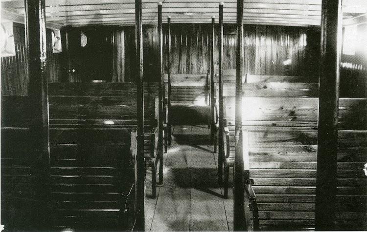 Cabina de pasajeros del ANITA. Foto Familia Sales. Del libro El Vapor ANITA. La Historia d´un Mite.jpg