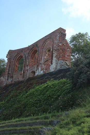 Die Kirchenruine von Hoff (Trzęsacz) ist eine Attraktion an der pommerschen Ostseeküste. Für mehr Informationen auf das Bild klicken. Bild A.M.
