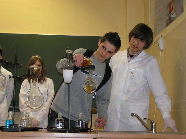 DO 2011 pokazy fizyczno chemiczne - P4150032_1.JPG