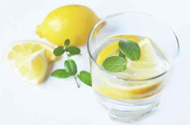ماء الليمون الغذاء حرق الدهون