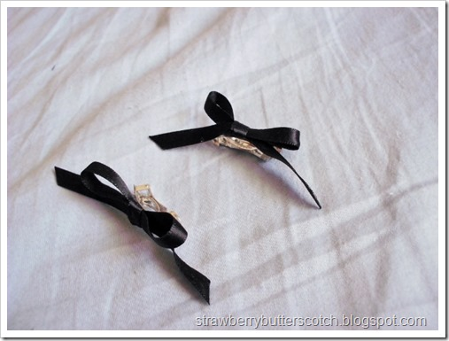 Black hair bows for Halloween.  Halloween crafts.