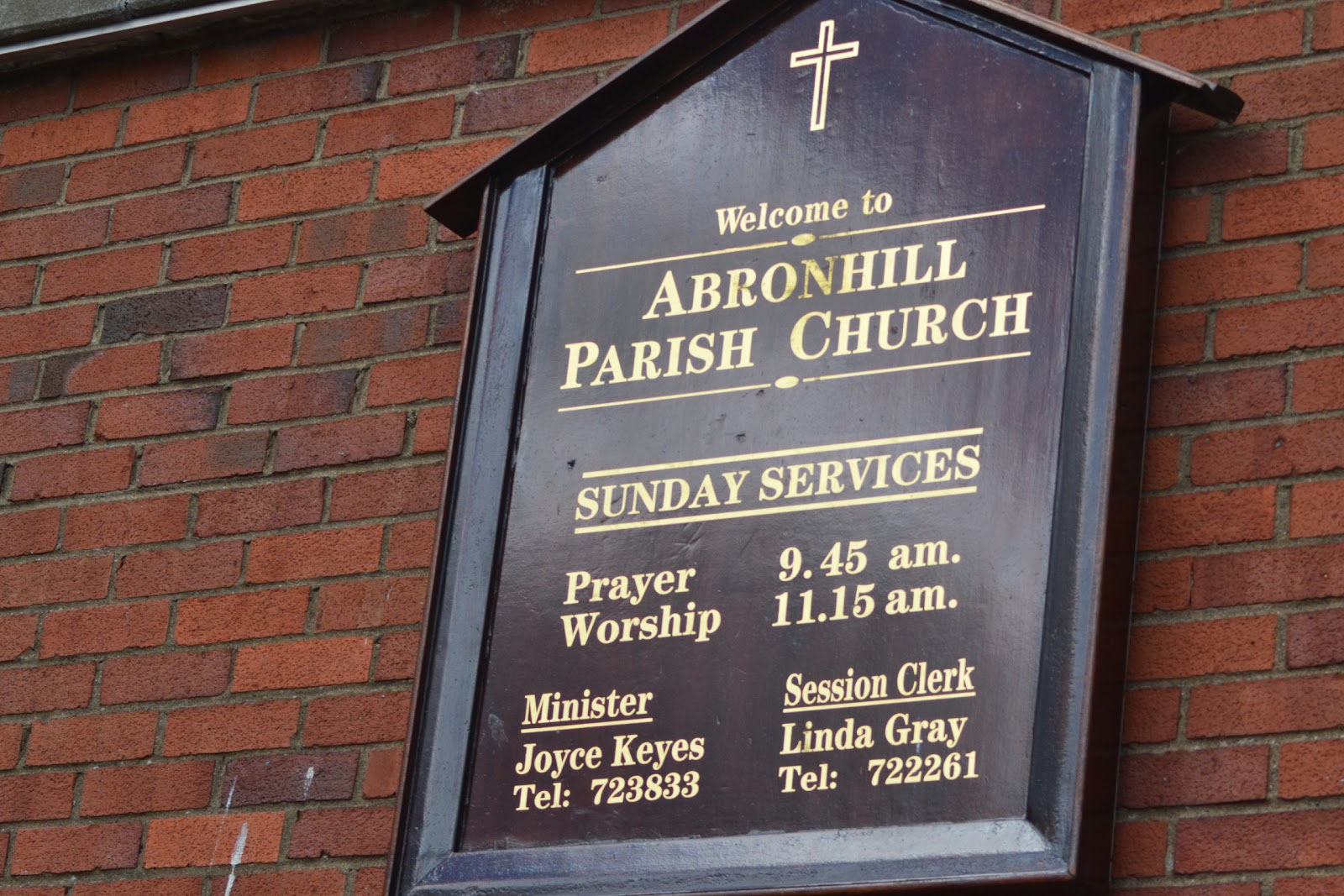 14-09-2013 - By Scott Campbell (+44) 0774 296 870 - Save Abronhill High School public meeting, at Abronhill Parish Church; 'Welcome to Abronhill Parish Church' sign.