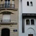Rue de Quatrefages : immeuble haussmannien et Grande mosquée   Paris, France