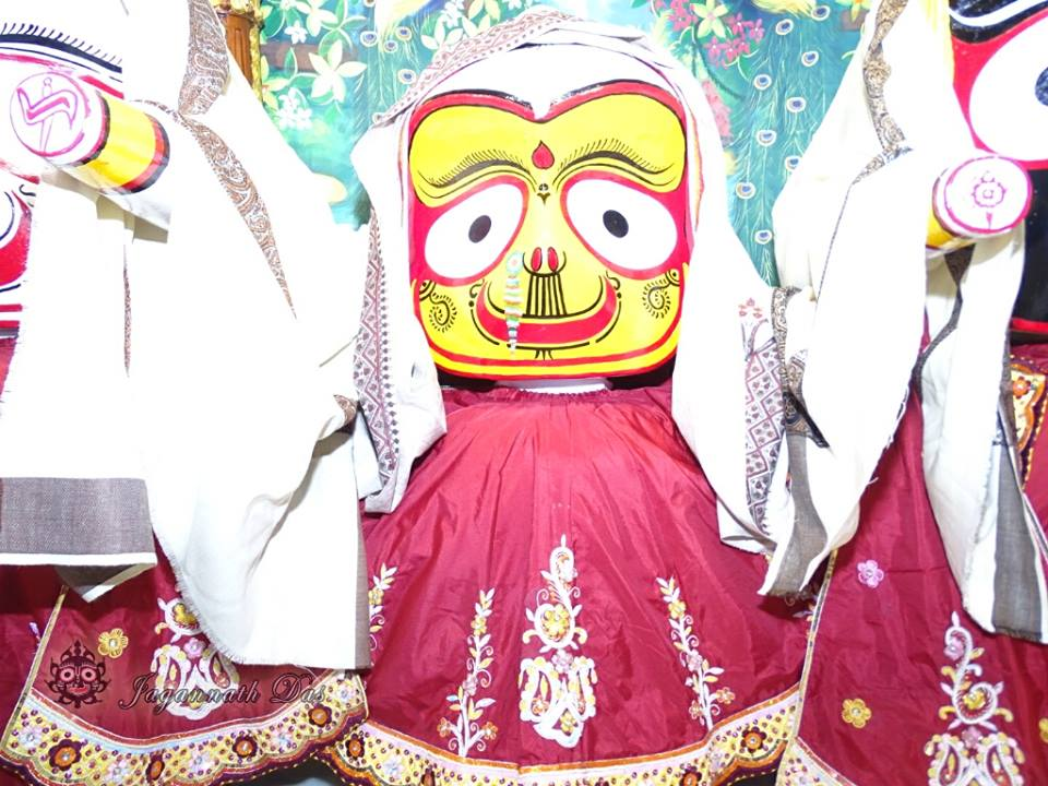 ISKCON Mira Road Mangla Deity Darshan 18 Dec 2015 (11)