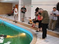 13 A medencénél is fotóztak.JPG
