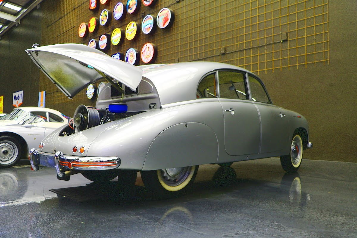 1950 Tatra 600 Tatraplan (05).jpg