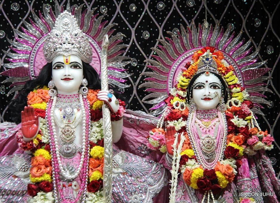 ISKCON Juhu Sringar Deity Darshan 05 Mar 2016 (18)