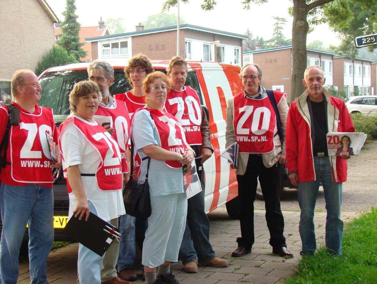 SP-leden gaan vol goede moed en enthousiasme de deuren langs om de SP in Zutphen weer sterk te maken