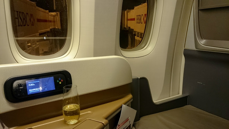 LHR SIN 32 - REVIEW - Singapore Airlines : Business Class - London to Singapore (B77WN)