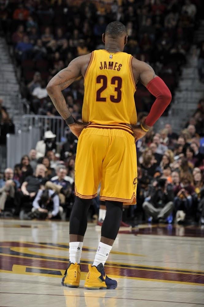 83fd430f4e2 ... King James Debuts Nike LeBron 14 Cavs Alternate PE in OT Loss ...