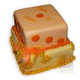 30. kép: Ünnepi torták - Sarga két szintes kocka torta