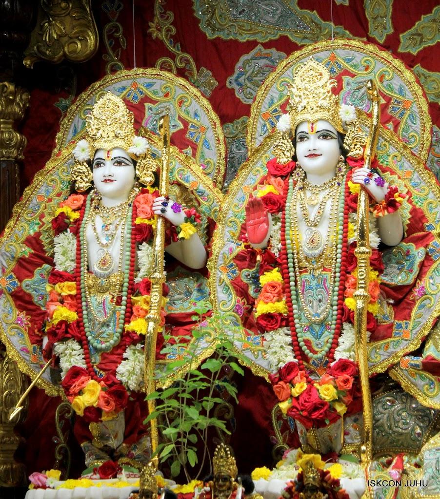 ISKCON Juhu Sringar Deity Darshan on 23rd Aug 2016 (41)