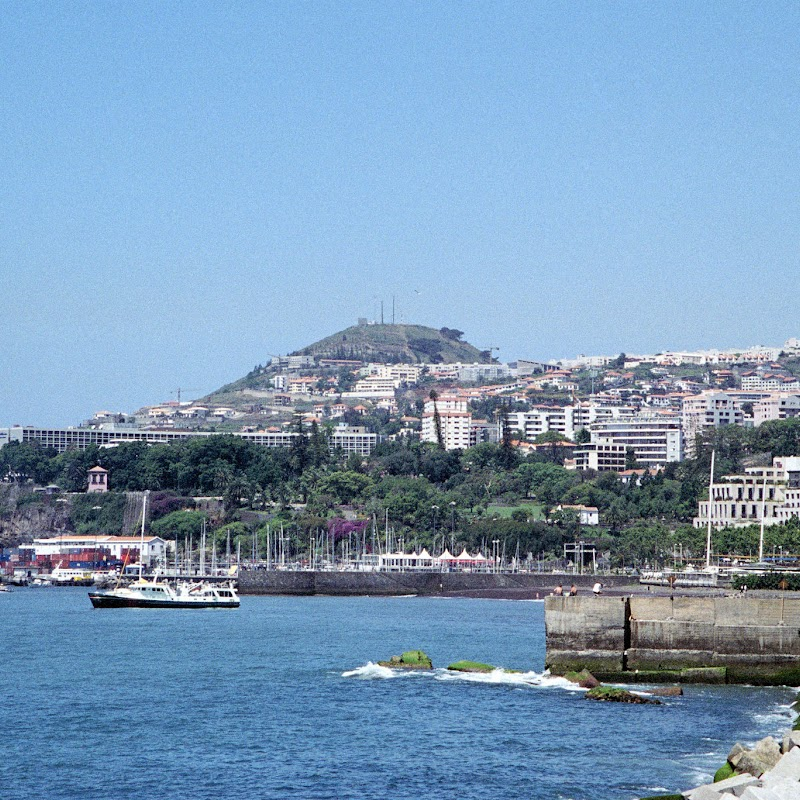 Madeira_07 Funchal Harbour.jpg