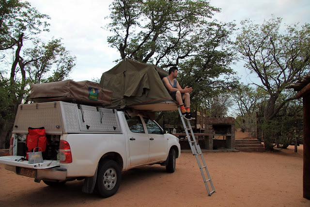 dormir-tienda-campaña-sobre-techo-del-coche.jpg