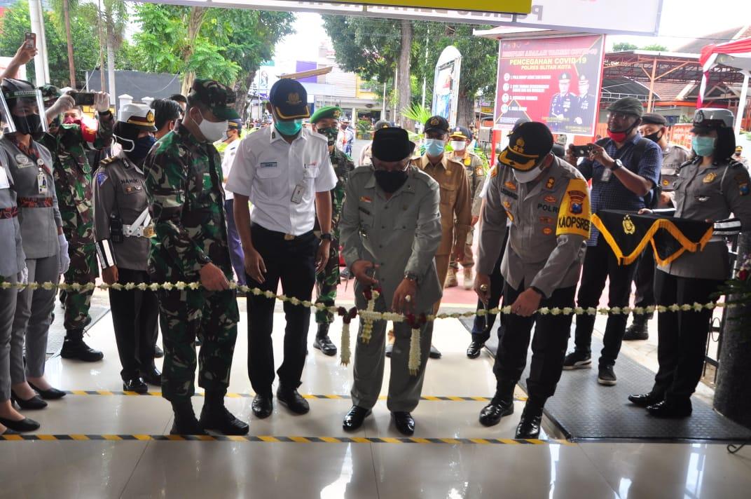Dandim 0808/Blitar Bersama Walikota Blitar dan Kapolres Blitar Kota Launching Stasiun Dan Terminal Tangguh Covid-19