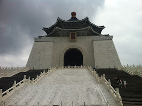 The National Chiang Kai-shek Memorial Hall   國立中正紀念堂