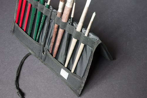 Prat Start Brush Holder and Easel