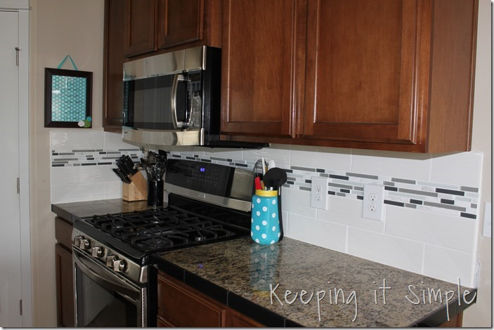how-to-install-a-kitchen-backsplash-with-wavecrest-tile (34)