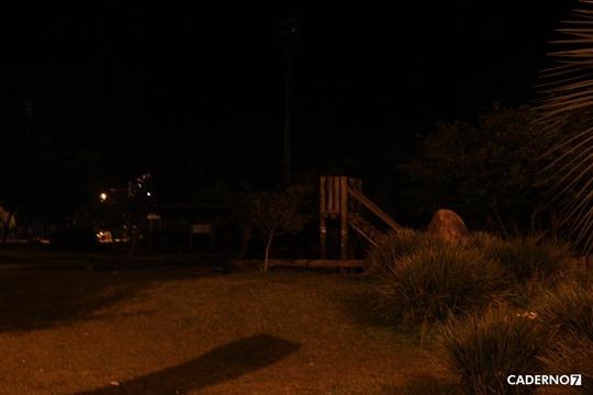 praça ecológica no escuro 001